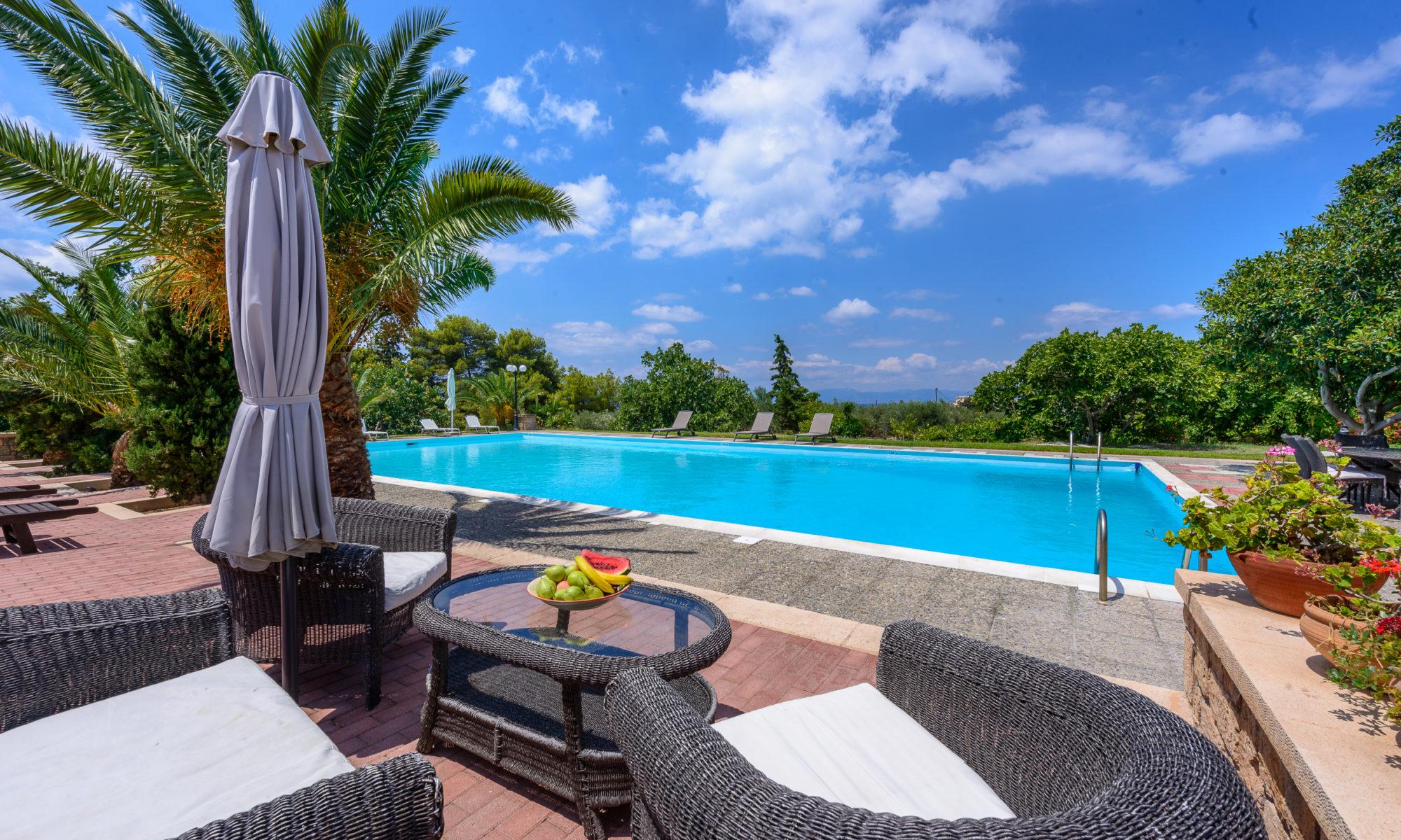 la piscine du domaine à Egine